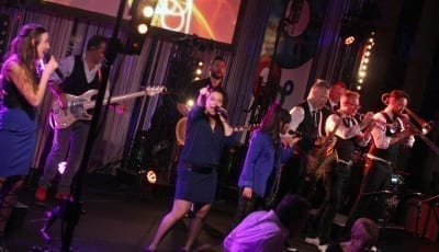 NCC viert feest met Boston Tea Party feestband feestband.com