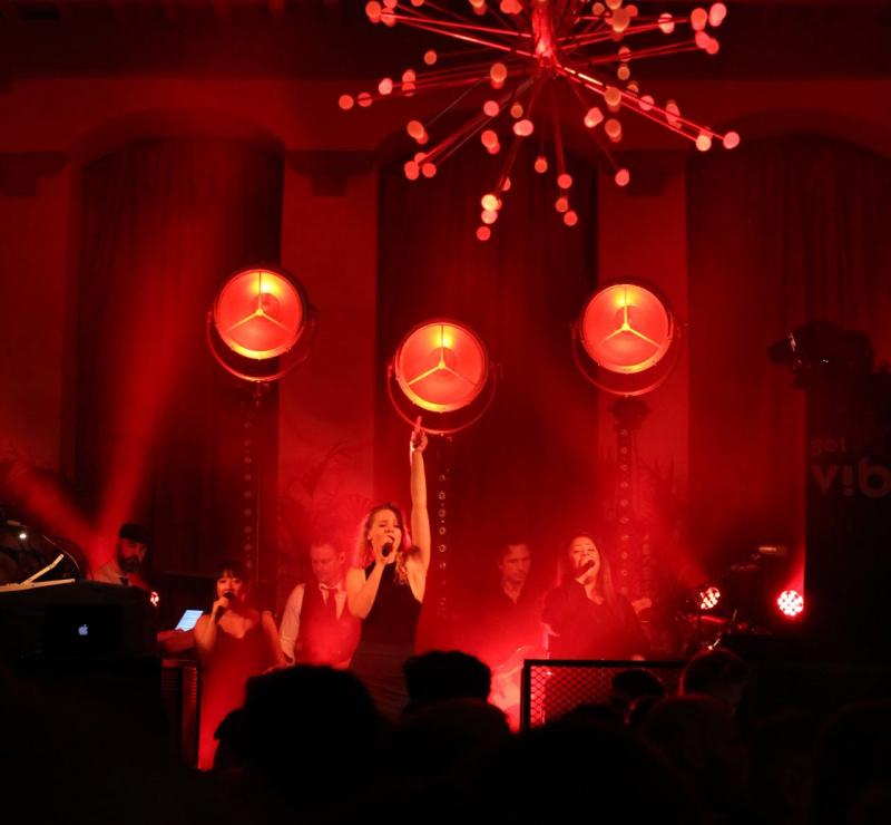 Stadskasteel Oudaen showt vernieuwing in Utrecht met Got The VIBE! feestband.com