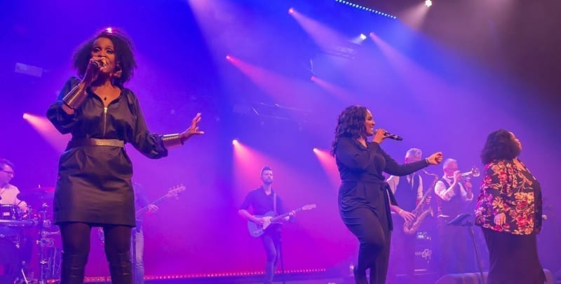 Big Black And Beautiful swingt samen met Boston Tea Party tijdens Aemstie Alive | feestband.com