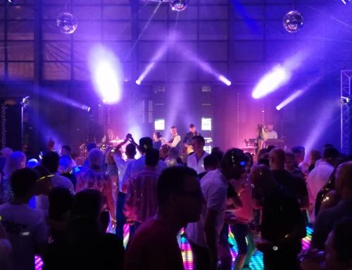 Voetbalvereniging AVV Columbia viert jubileum met knalfeest op Zwitsalterrein