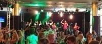 Scholengemeenschap ROC Friese Poort viert jubileum in De Harmonie | feestband.com